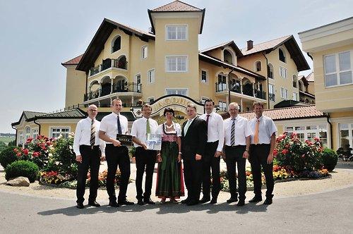 """4241196b55 Der """"Leuchtturm"""" mit fünf Sternen. Wellness-Hotel Jagdhof erstes Haus im  Bayerischen ..."""
