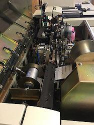 Maschinenkapazität jetzt auf 10.000 hochgeprägte Plastikkarten pro Tag ausgelegt